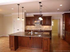 Traditional Medium Wood-Cherry Kitchen Cabinets #10 (Kitchen-Design-Ideas.org)