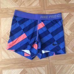 Nike Pros Super cute, fine condition, rare pattern Nike Pros! Nike Pants