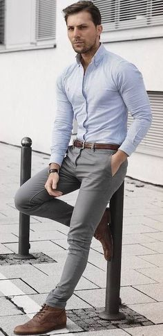 ▷ 1001 + Ideas theme: gray suit which shirt fits-▷ 1001 + Ideen Thema: grauer Anzug welches Hemd passt dazu gray trousers brown shoes light blue shirt ideas for perfect styling men fashion - Grey Chinos Men, Chinos Men Outfit, Grey Pants Outfit, Mens Grey Pants, Men Pants, Gray Pants, Costume Gris, Mode Man, Formal Men Outfit