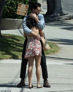 ¡¡¡SUPER FELIZ!!! – Vanessa Hudgens felicita su novio Austin Butler después de ser elegido para interpretar a Elvis Presley