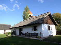 Ócsai tájház Folklore, Farmhouse, Houses, Cabin, House Styles, Home Decor, Homes, Room Decor, Rural House