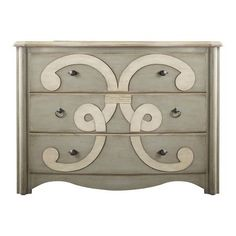 Brimming with classic style and timeless charm, this refined design brings lasting appeal to your home.          Product: Chest  ...