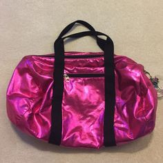 Neon Pink Gym Bag Great bag for the gym. Fits more than you'd expect it to. The color is very vibrant and the keychain is included. Bags
