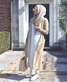 long modest cardigan- Long and modest hijab outfits http://www.justtrendygirls.com/long-and-modest-hijab-outfits/