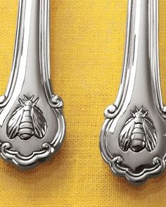 Napoleon Bee Flatware Service Wallace flatware My pattern, love the French bee! Looks beautiful with my Johnson Brothers Windsor Fruit pattern dinnerware I Love Bees, Bee Art, Stainless Steel Flatware, Flatware Set, Cutlery, Silverware Sets, Save The Bees, Bee Happy, Bees Knees