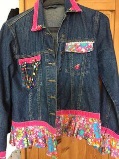 meine Jeansjacke hab ich selbst zu einem Einzelstück gemacht.