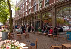 Aan het Deliplein vind je een theater, ijssalon en restaurants. In de zomer zijn er muziek- en culinaire festivals! Locatie: Rotterdam. Foto: Elles van Leeuwen.