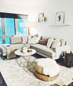 Spanish style homes – Mediterranean Home Decor New Living Room, Living Room Modern, Home And Living, Living Room Decor, Living Spaces, Home Decoracion, Spanish Style Homes, Up House, Home Decor Furniture