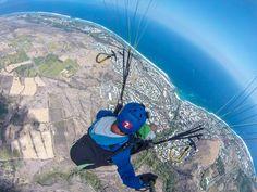 Toma increíbles fotos y #selfies con el #Monopod y la #DriftGhostS, como Martin Schricke X-Sports Rider volando en su #parapente en Reunion Island. #LiveOutsideTheBox!