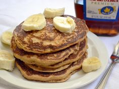 whole wheat oatmeal pancakes - Budget Bytes. I made these tonight and they were SO delicious! Second Breakfast, Sweet Breakfast, Breakfast Recipes, Breakfast Time, Breakfast Ideas, Bananas, Vegetarian Recipes, Healthy Recipes, Healthy Food