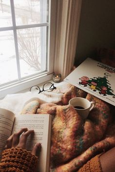 joli - coeur: leaf through old books and . - joli – coeur: leaf through old books and … – … - Winter Christmas, Christmas Time, Christmas Couple, Christmas Ideas, Fall Inspiration, First Day Of Winter, Cozy Aesthetic, Brown Aesthetic, Couple Aesthetic