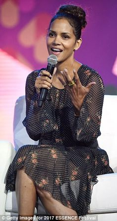Halle Berry speaks onstage at the 2017 ESSENCE Festival presented by Coca-Cola at Ernest N. Morial Convention Center on June 2017 in New Orleans, Louisiana. Halle Berry Style, Halle Berry Hot, Hally Berry, Essence Festival, Festival Outfits, Festival 2017, Photos Of The Week, Hottest Photos, Fashion Pictures