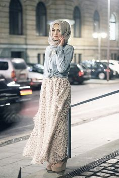I'm a Muslim and i love this outfit but it can be worn without a hijab as well. I think its so awesome how we can still be fashionable but still wear a hijab Islamic Fashion, Muslim Fashion, Modest Fashion, Hijab Chic, Hijab Mode Inspiration, Style Inspiration, Tumblr Outfits, Mode Outfits, Beau Hijab