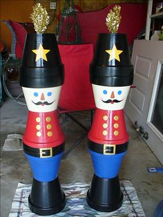 Terra Cotta Pot Toy Soldiers - strong glue, outdoor paint, weatherproof top coat. Great outdoor décor. CAyers. #christmasdecor
