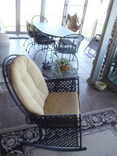 Coordinating outdoors with indoors always looks good!