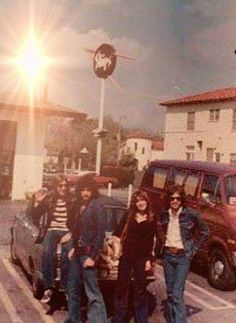 a rare photo of Stevie ~ ☆♥❤♥☆ ~ during her Buckingham Nicks day ~ Lindz and two other guys who I can't identify