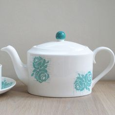 This distinctively shaped teapot is made in the heart of Staffordshire's potteries region using individual moulds.  The stylish grid rose motif is screen printed and applied by hand and a hand-painted lid adds the perfect finishing touch.  Makes 1 litre or 6 cups of tea.  Made to order, please allow approx 4 weeks delivery time.   Price     € 58.00