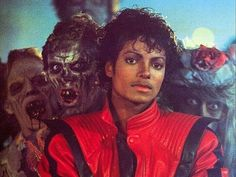 Let's go back to the first horror music video in music history! Michael Jackson Smile, Jackson 5, Mj Music, Memes Historia, Thriller Video, Hee Man, Horror Music, Michael Jackson Thriller, The Jacksons