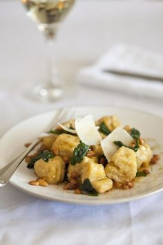 Easy Ricotta and Lemon Gnocchi with Wilted Spinach & Pine Nut Butter Rice Dishes, Pasta Dishes, Food Dishes, Food Food, Pine Nut Butter Recipe, South African Recipes, Ethnic Recipes, Prawn Pasta, Pasta Recipes