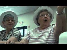 Una cámara escondida grabó lo que hace esta anciana sola en su casa. Y te romperá el corazón | Upsocl