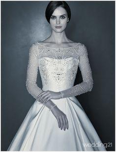 [웨딩드레스] 알렉산드라 드레스를 입은 뮤즈의 황홀한 아름다움 속으로 < 웨딩뉴스 < 웨딩검색 웨프
