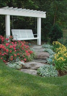 Lovely Front Yard Pathway Landscaping Ideas - All For Garden Large Backyard Landscaping, Landscaping With Rocks, Modern Landscaping, Landscaping Tips, Backyard Ideas, Pool Ideas, Landscaping Front Of House, Acreage Landscaping, Country Landscaping