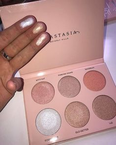 Makeup & Hair Ideas: Anastasia Beverly Hills glow kit comes with every highlighter every makeup junky