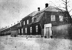 1800-luvun lopulla Linnankadun suunnasta kuvatussa Läänin yleisessä sairaalassa oli todennäköisesti vielä potilaita. 1881 sairaala siirtyi Kiinamyllynmäelle, ja 1784 rakennettu vanha lasaretti purettiin. TS/arkisto.  http://www.waymarking.com/waymarks/WM8DFW_Lazaret_museum_Lasarettimuseo_Turku_Finland