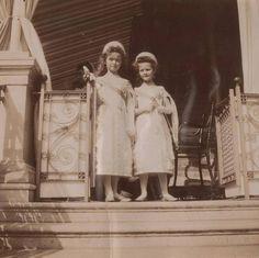 Tumblr Olga and Tatiana in court costume 1904/1905