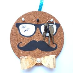 A simple and easy moustache themed key holder DIY gift. For the dad who always misplaces his keys. Perfec A simple and easy moustache themed key holder DIY gift. For the dad who always misplaces his keys. Handmade Father's Day Gifts, Diy Father's Day Gifts Easy, Diy Gifts For Him, Father's Day Diy, Easy Diy Crafts, Diy Gifts Dad, Simple Gifts, Cadeau Parents, Daddy Day