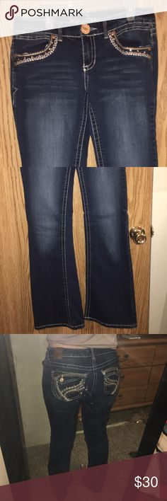 Bootcut jeans Super comfortable! Great details and look great on the butt. Barely worn! Jeans Boot Cut