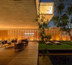 House P in São Paulo, Brazil. Studio of architect Marcio Kogan has designed the House P in São Paulo, Brazil. Contemporary Architecture, Interior Architecture, Contemporary Furniture, Piscina Rectangular, Studio Mk27, Open Layout, Indoor Outdoor Living, Outdoor Lounge, Home Studio