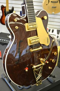 Gretsch Guitars G6122 1962 Chet Atkins Country Gentleman Electric Guitar Walnut
