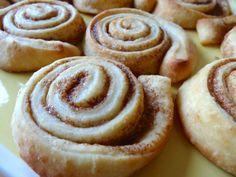 Schwedische Zimtschnecken - cinnamon swirls