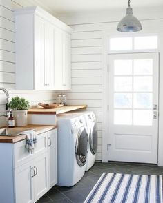 Do you want to create the best nice modern farmhouse laundry room ideas in your home? Then, how to create a good farmhouse laundry room design? Mudroom Laundry Room, Laundry Room Layouts, Laundry Room Remodel, Farmhouse Laundry Room, Small Laundry Rooms, Laundry Room Design, Farmhouse Decor, Laundry Room With Sink, Farmhouse Style