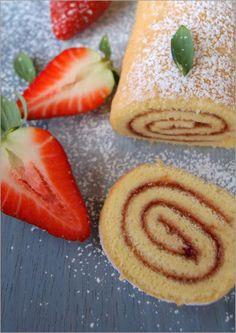 Flor de canela: Brazo gitano con mermelada de fresa. Sin sacar la pesa solo con cucharas!