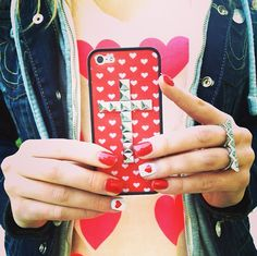 Perfect Valentine's Day nails, Wildfox shirt, and Wildflower case!! xoxo