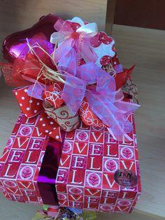 Envoltura de regalo amor.. Wrapping Ideas, Gift Wrapping, Diy Party, Party Ideas, Diy Gifts, Best Gifts, Best Gift Baskets, Valentine Bouquet, Birthday Diy