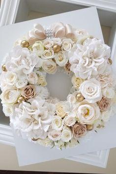 Christmas Arrangements, Floral Arrangements, Flower Arrangement, Wreath Crafts, Diy Wreath, Flower Box Gift, Vintage Wreath, Diy Spring Wreath, Cemetery Flowers