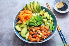Salmon Poke Bowl - The Well Kitchen Sushi Recipes, Easy Healthy Recipes, Asian Recipes, Avocado Recipes, Hawaiian Poke Bowl, Salmon Y Aguacate, Salmon Poke, Cooking Classes Nyc, Cooking School