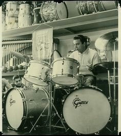 Louis Bellson and some Gretsch beauties! Great Artists, Music Artists, Louie Bellson, Big Band Jazz, Gretsch Drums, Vintage Drums, Snare Drum, Drum Kits, Types Of Music