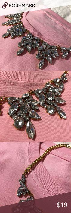 🌾NWT rhinestone statement necklace🌾 ✨Beautiful NWT crystal rhinestone drop flower statement necklace✨ Jewelry Necklaces