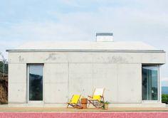 Casa P+F : Varandas, marquises e terraços minimalistas por Artspazios, arquitectos e designers
