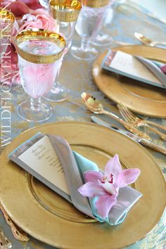 gold, pink, aqua - this would be great for a spring wedding and I love the flower on the napkin. Gorgeous!