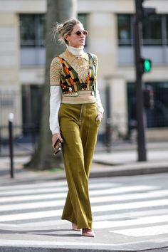 The fashion girl's guide to layering clothesredmagazine Layering Fashion Trends, Layered Fashion, Layering Outfits, Layering Clothes, Girl Fashion, Womens Hipster Fashion, Fashion Outfits, Layered Summer Outfits, Fashion Guide