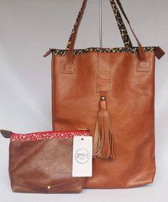 bolsa de couro legítimo, necessaire de couro legítimo. compre a bolsa e ganhe a necessaire. https://www.deoliatelier.com.br/