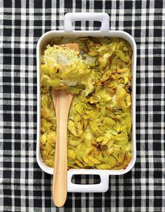 Recette Gratin de poisson au curry : 1. Ébouillantez le riz 5 mn. Égouttez-le et continuez sa cuisson 5 mn dans le lait de coco, puis laissez-le tiédir.2. Co...