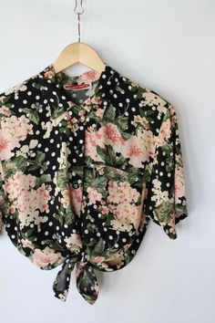 Hawaiian and Tropical Print Patterns have been big this year and look like they will continue to be a popular fashion trend throughout Look Fashion, Fashion Outfits, Womens Fashion, Fashion Trends, Looks Style, Style Me, Pretty Outfits, Cute Outfits, Moda Floral