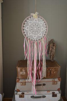 Dromenvanger met een vintage kanten doily in Roze door SierGoed