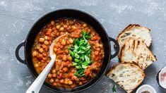 Ρεβιθάδα Σίφνου σε πήλινο -Σιγομαγειρεύεται στον φούρνο και έχει θεϊκή γεύση   BOVARY Vegetarian Gumbo, Vegetarian Recipes, No Dairy Recipes, Chili Recipes, Cooking For One Cookbook, Light Summer Meals, Tandoori, Easy Mashed Potatoes, Veggie Chili